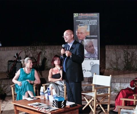 Il premiato Aldo Cazzullo con la Presidente del Premio e l'Assessore alla Cultura della Provincia della Spezia Paola Sisti